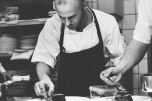 7 Стратегии за планиране на голям брой персонал на ресторанти